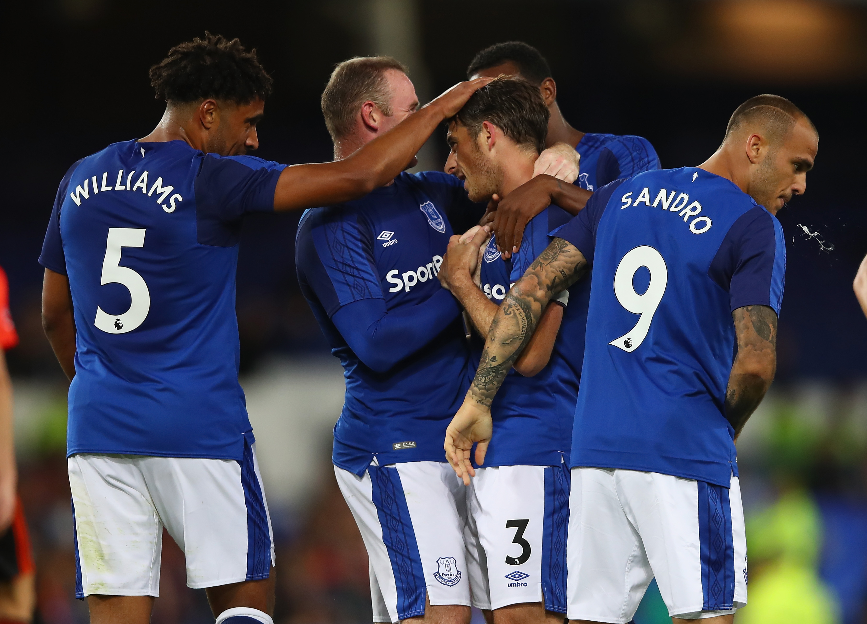 Rooney gets Everton off to winning start